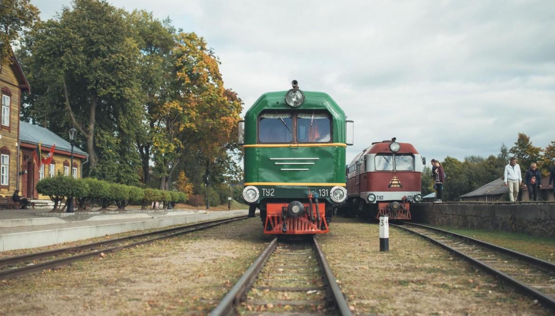 Ar šaursliežu vilcienu pa Anīkštas krastiem